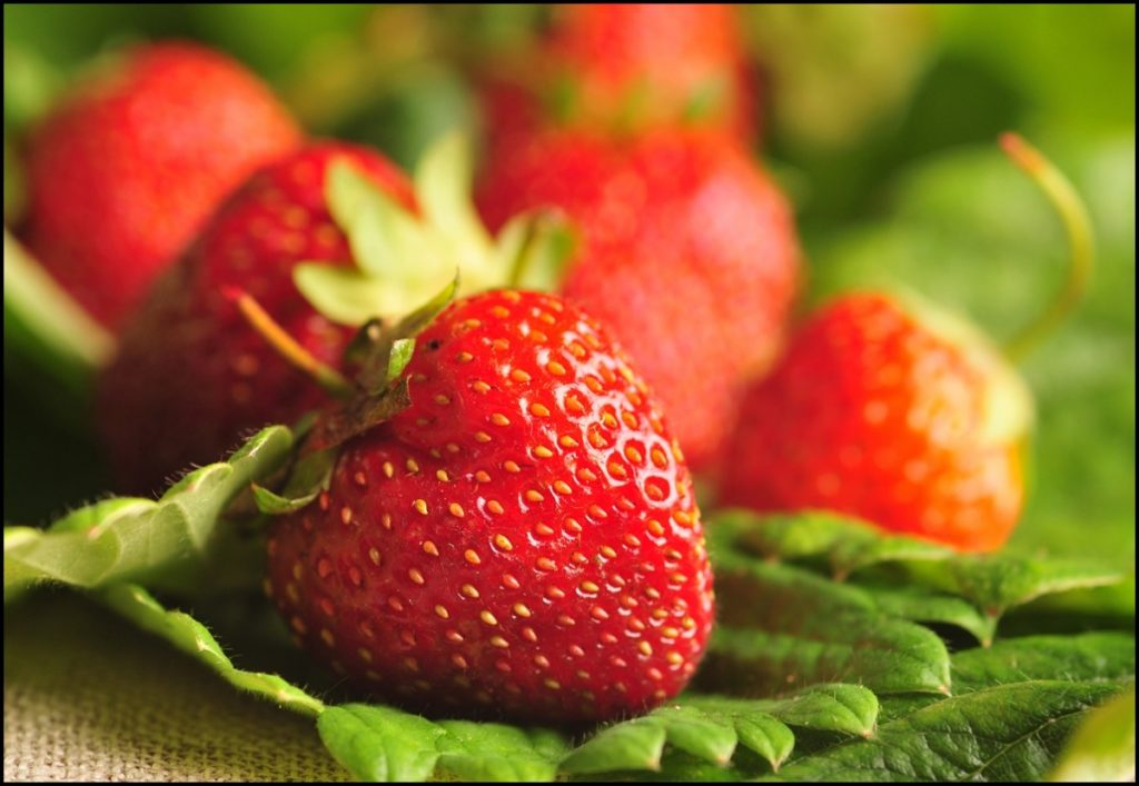 8-healthy-reasons-to-eat-strawberries
