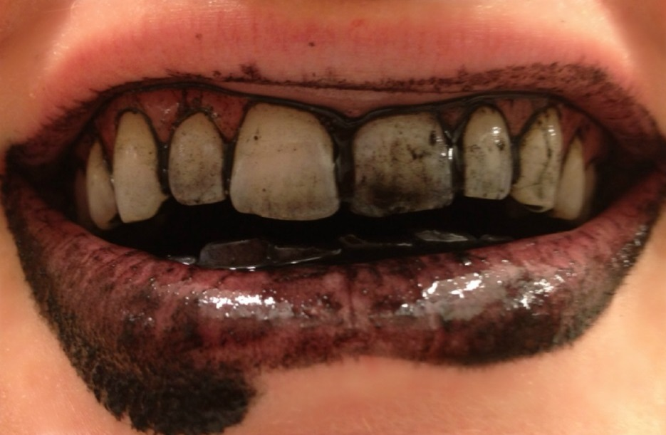 Whitening_Your_Teeth_With_Activated_Charcoal