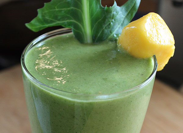 bluebrry-dandelion-greens-smoothie