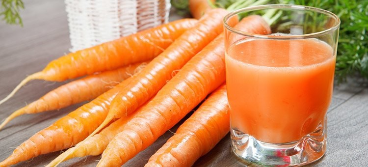 Drinking-Carrot-Juice