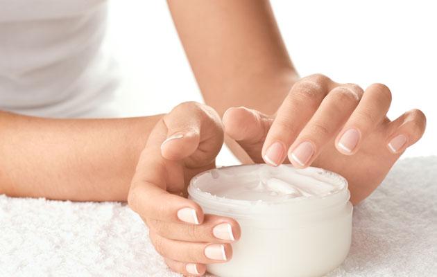 applying-lotion