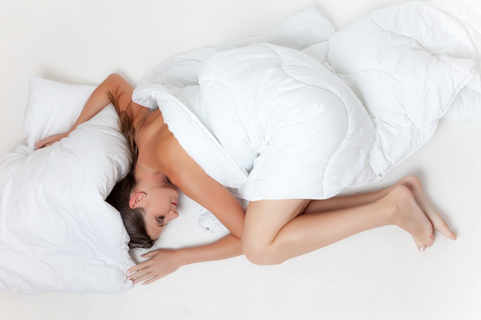 https://pixabay.com/en/bed-sleep-rest-girl-white-tired-945881/