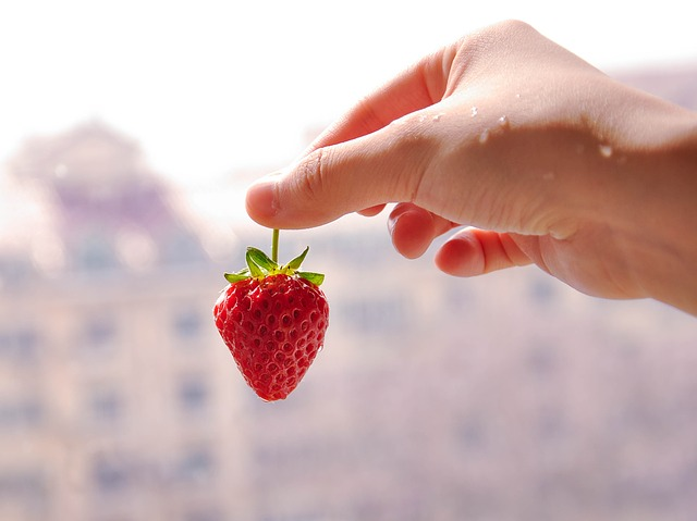 beauty-benefits-of-strawberry