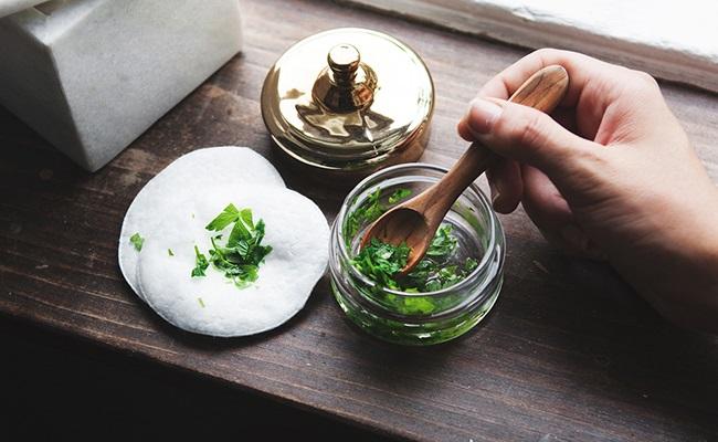 under-eye-parsley