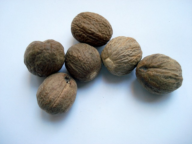 how to use nutmeg in your beauty routine