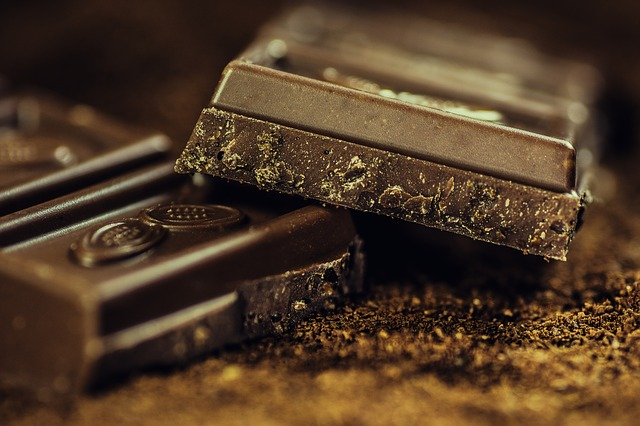 dark chocolate cuts diabetis risk in half