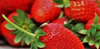 strawberries face masks